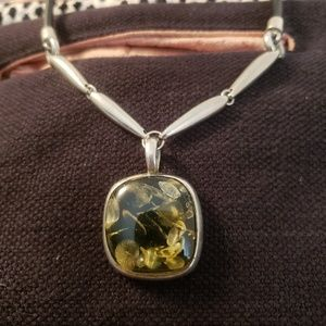 Jewelry - Green and black glass pendant necklace
